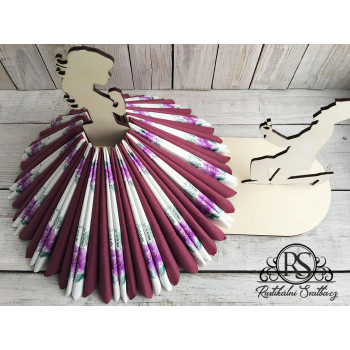 Velký dřevěný svatební stojan na ubrousky tvar sukně