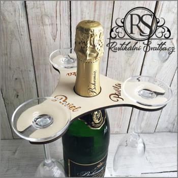 Dřevěný svatební stojánek na lahev sektu a tři šampusky.