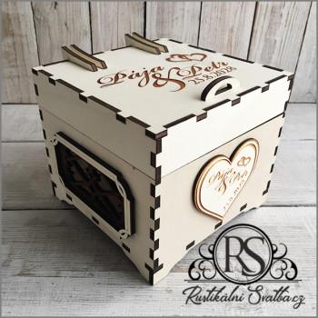 Dřevěná svatební krabička s vysokým víčkem malá na cukroví, nebo cokoli jiného