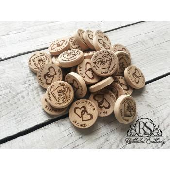 Dřevěná dekorativní kolečka s oboustranným gravírováním.