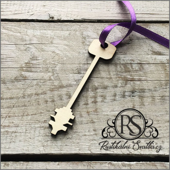 Dřevěný svatební klíček s očkem