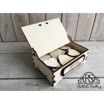 Stylová rustikální krabička, kam se vejdou všechny balónky pro guest book.