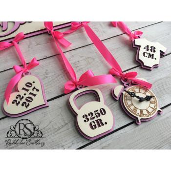 Svatební dar pro novomanžele - jmenovka nad postýlku pro holčičku